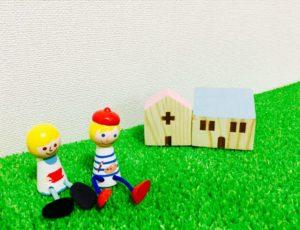 夫婦の人形と家